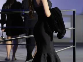 时装秀 黑色裙子美女刘奕宁4k手机壁纸2160x3840